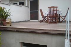 Balkon mit Holzdielen